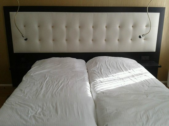 Hotel Saint Nicolas : Beds in our twin room
