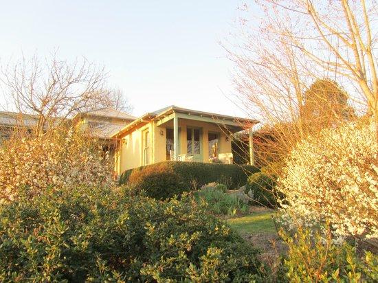 Ashrowan Bed & Breakfast: Gardener's Retreat seen from garden