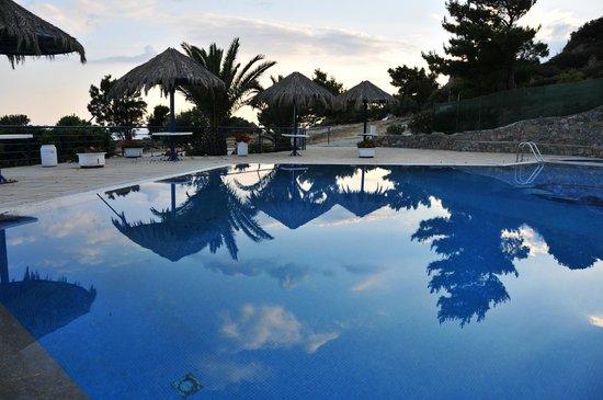 Nakou Village : pool