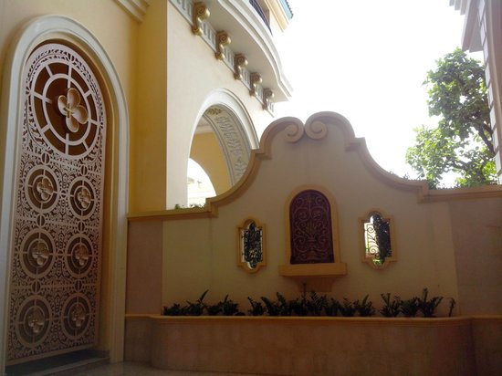 Baan Montida: hotel grounds
