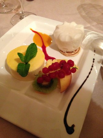 L'Entrecôte Couronnée: Dessert - sorbet, mousse and fruit