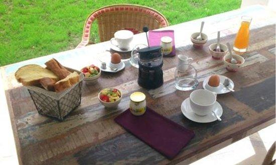Maison d'Hôtes Près des Dunes : Le petit déjeuner