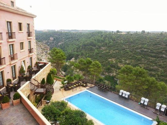 Hotel Palacio Villa de Alarcon & Spa: Vistas desde la habitación de la terraza y piscina.