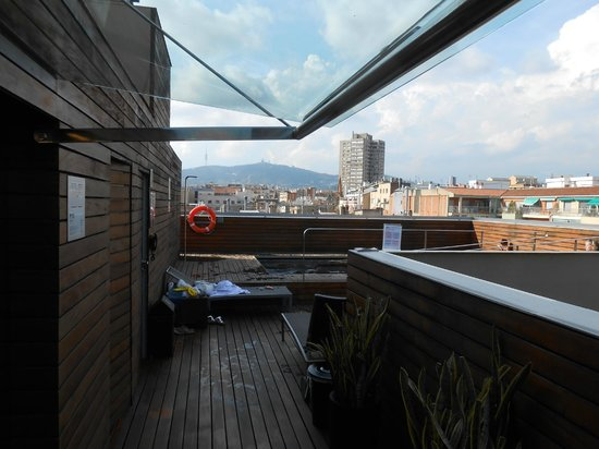 Soho Hotel: Terrasse avec piscine
