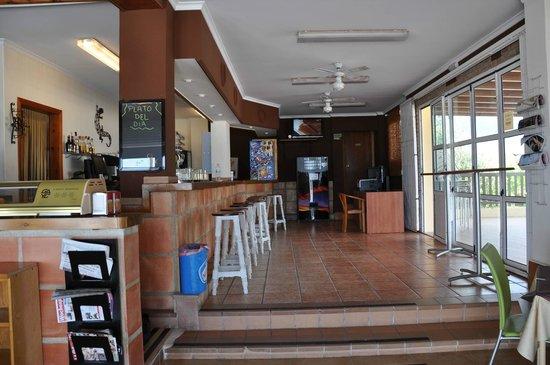 Camping Pepe : restaurante y terraza a primera linea de playa