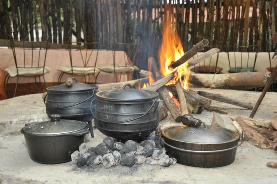 African Silhouette Guesthouse: Dinner with a difference in the bush Boma