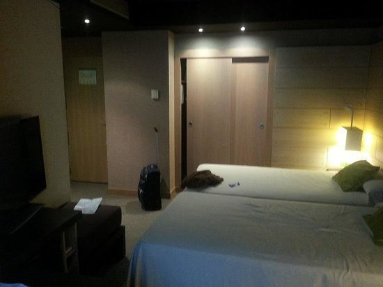 Hesperia Bilbao : Picture of our room