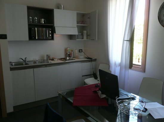 Venice Apartments Dante: Kitchen is well equipped with everything including dishwasher