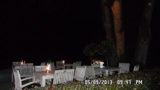 Hotel Le Point de Vue: 's avonds buiten.