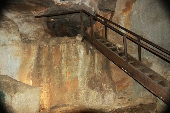 Capricorn Caves: Steps and ramps to get around easier in the caves