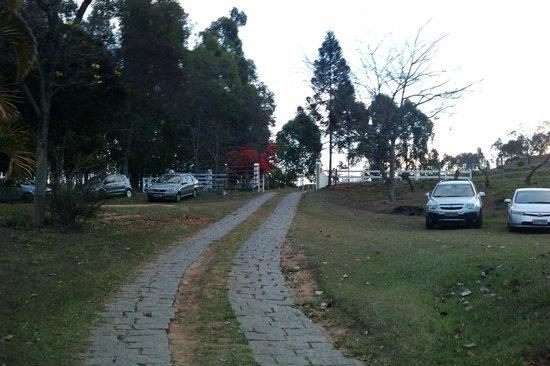 Itapecerica, MG: Estrada para o Hotel