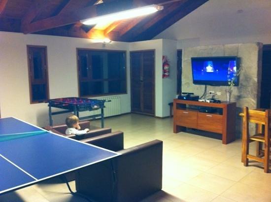 Bosque del Nahuel: sala con parrilla y juegos