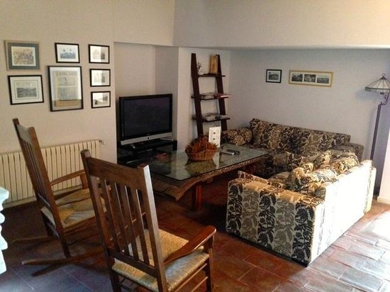 Casa Rural Senores de Cuba: Sit corner in the lobby area