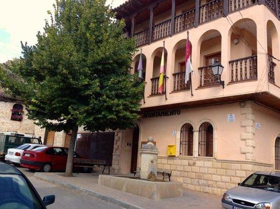 Casa Rural Senores de Cuba: Next to the Ayuntamiento of Palomera