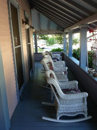 Oak Bluffs Inn: The porch