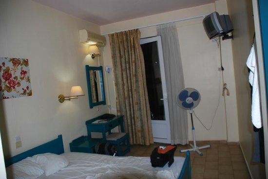 Hotel Ilios: Общий вид номера