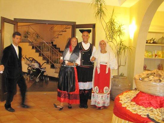 iGV Club SantaClara: Cena sarda con staff in costumi