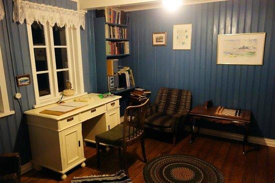Berunes HI Hostel: Traditional living room
