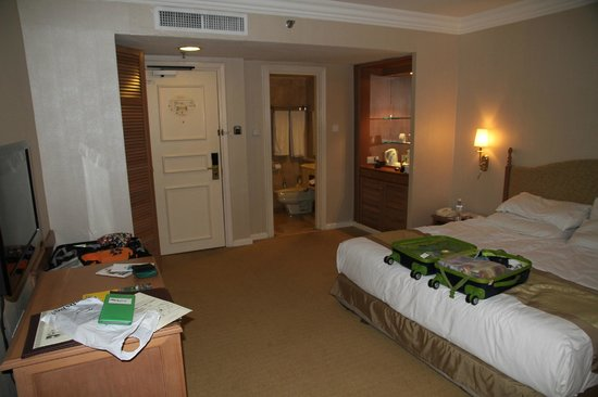 Merdeka Palace Hotel & Suites: bedroom