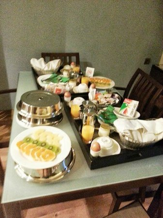 Suites Gran Via 44: Huge breakfast!