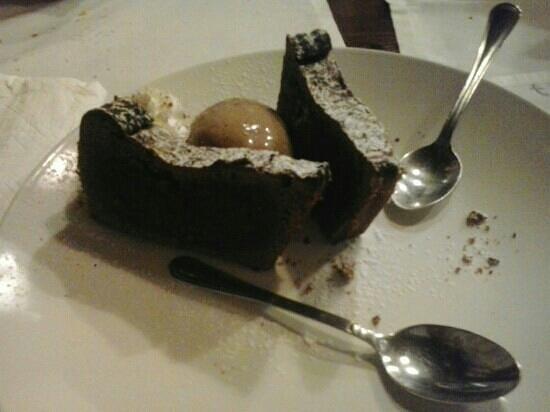 Trattosteria : Tortino al cioccolato con gelato! Squisito!