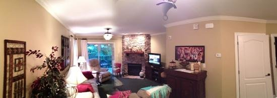 Summit Manor Condominiums : living room