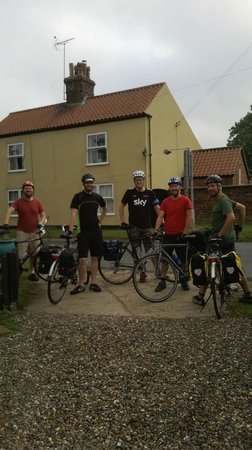 Nafferton, UK: five great guys off to finish their route
