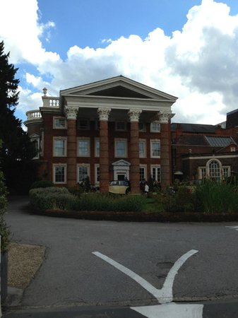 Hendon Hall Hotel: Front of Hendon Hall