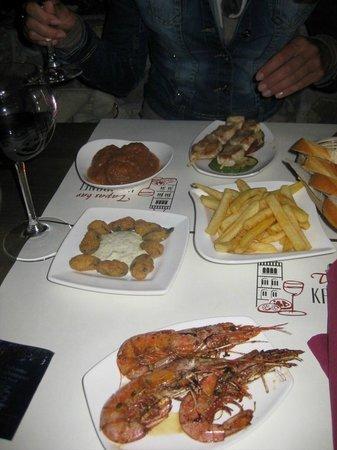 Tapas Bar Kampanel: Polpette,Mazzancolle,Cozze Panate, Raznici di tacchino