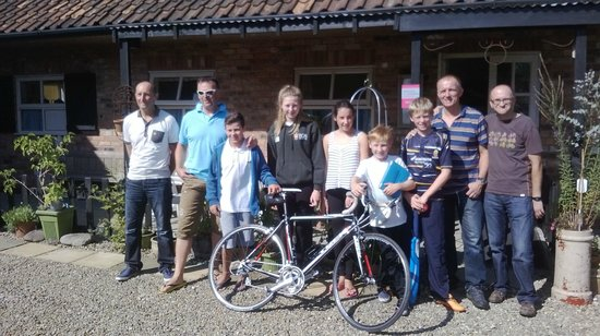 Nafferton, UK: great crowd of guests that completed the route