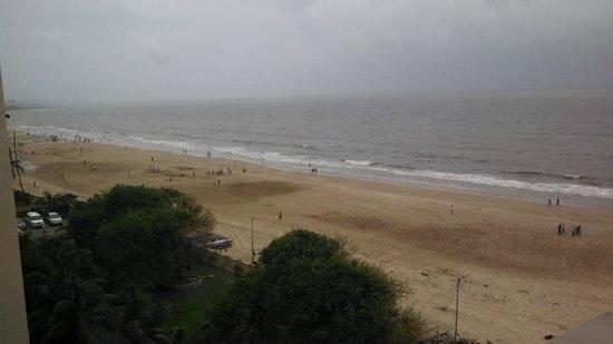 Novotel Mumbai Juhu Beach: View from room...rainy day