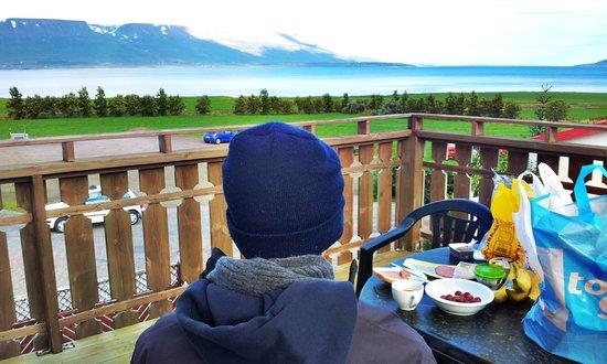 Bjarnargerdi Guesthouse : Breakfast with a view
