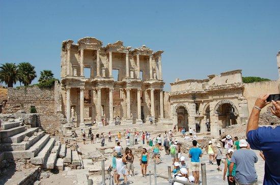 Byzas Tours: Celsus Library