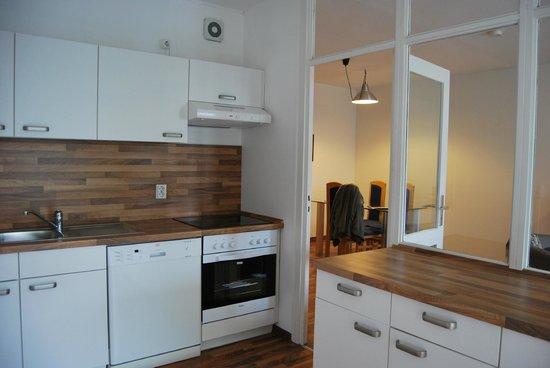 Apartments am Brandenburger Tor: Cuisine vue sur la salle à manger