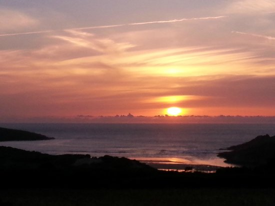 Parkdean - Crantock Beach Holiday Park: Sunset over Crantock Beach from our caravan
