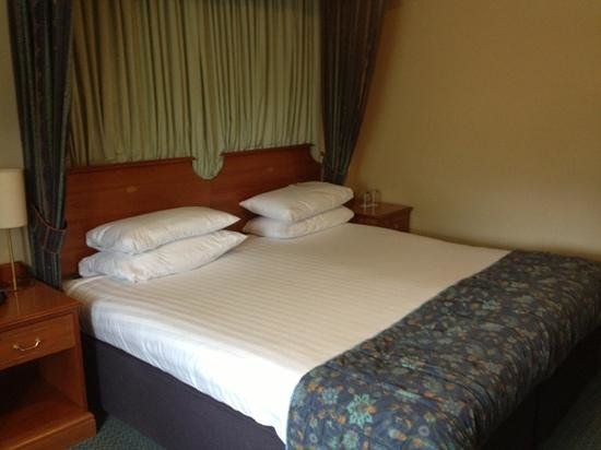 Best Western Glasgow Livingston Hilcroft Hotel: The bed
