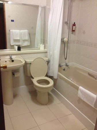 Best Western Glasgow Livingston Hilcroft Hotel: The bathroom