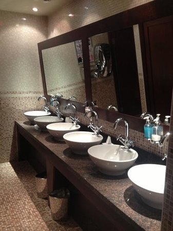 Best Western Glasgow Livingston Hilcroft Hotel: The bar bathroom