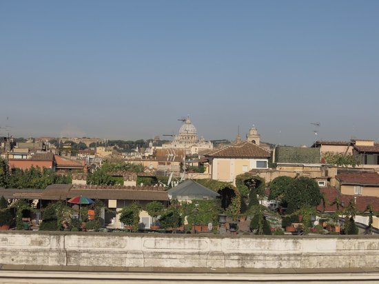 Colonna Palace Hotel: Roof top gardens + Saint Peters Church