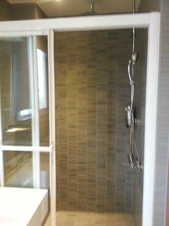 Beauty Hotels Taipei - Hotel B6: Shower