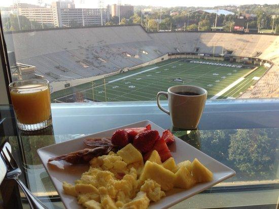 Nashville Marriott at Vanderbilt University : Concierge Lounge breakfast