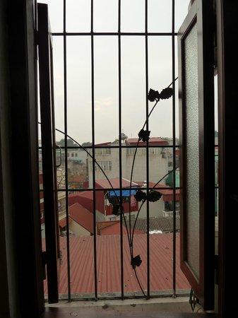 Rising Dragon Palace Hotel: Blick aus dem Badezimmerfenster