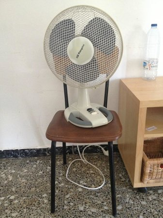 Hostal Els Peixos: the air conditioning system