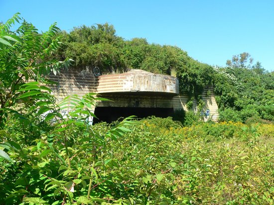 The 8th Maine: WWII Bunker -- Battery Steele ... you can hike here