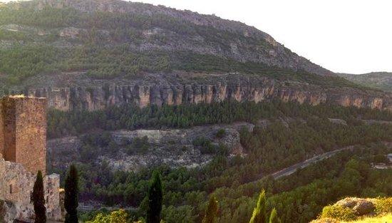 Museo de Arte Abstracto Español Casas Colgadas: Mountain view at entrance old town
