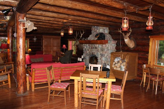 Holland Lake Lodge : The main lodge living area