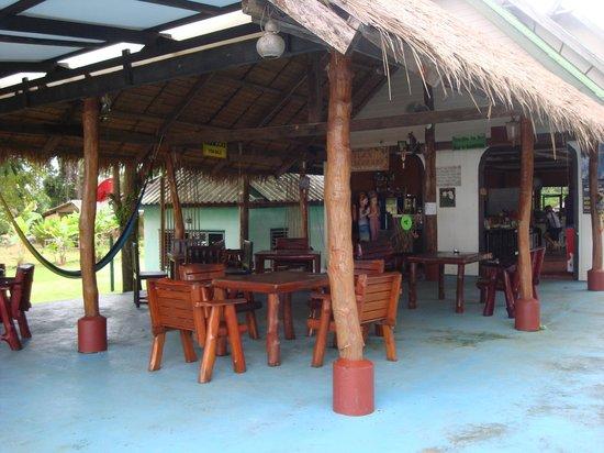 Holiday Beach Resort: RESTAURANT
