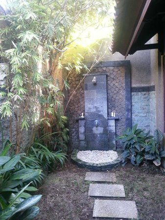 Three Brothers Bungalows: outdoor shower fantastic