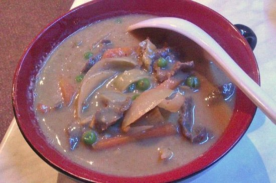 Thai Gardens: Panang curry (with peas and carrots???)