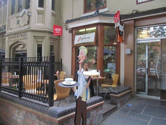 L'espresso: Al Fresco dining possible on New Walk